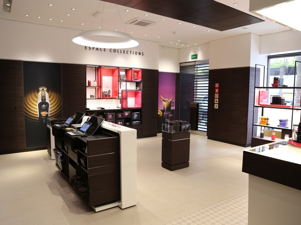 Nespresso celebrates the opening of its first boutique in for Centre boutique