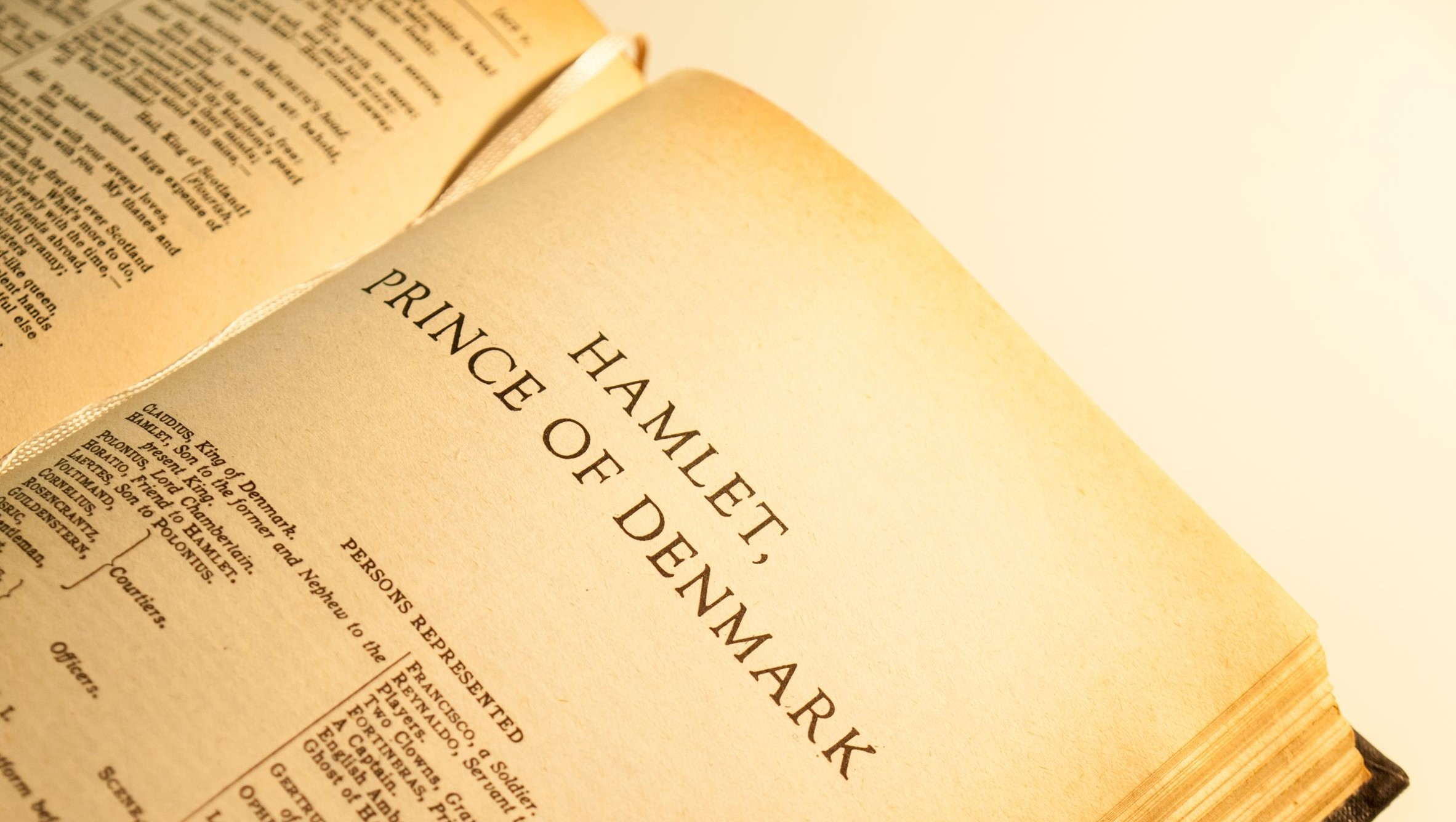 hamlet by william shakespeare essay Read this english essay and over 88,000 other research documents hamlet by william shakespeare many theories and questions arise as one reads hamlet by william shakespeare some are more obvious than others, but all.
