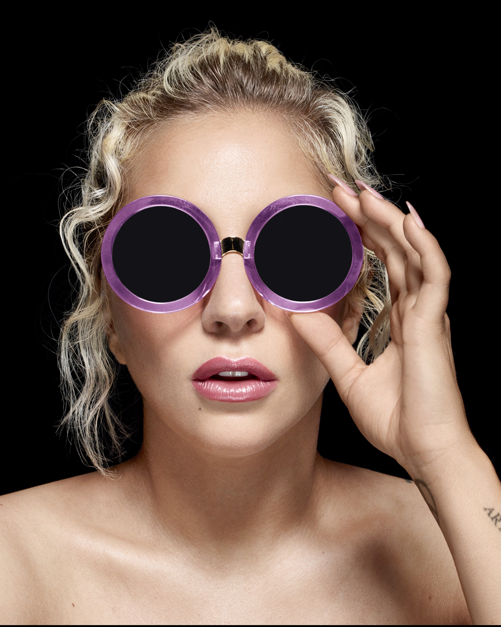 e5d3c632f6378 Lady Gaga Sunglasses With Chain « One More Soul