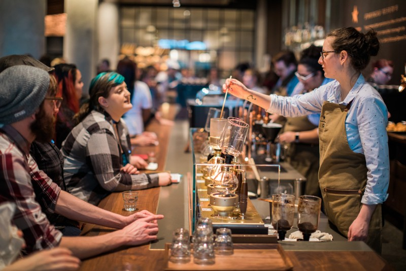 Starbucks first reserve store opens with italian princi for Starbucks italie